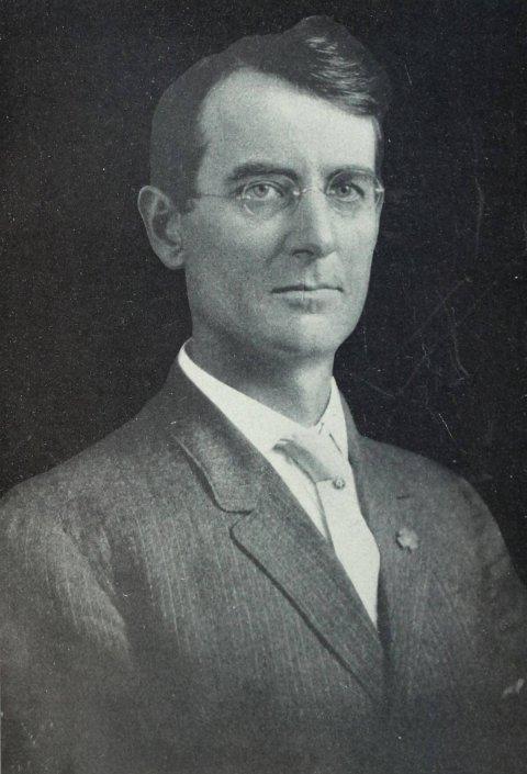 John Fredericks: Wikimedia Commons, https://commons.wikime- dia.org/wiki/File:Portrait_of_ John_D._Fredericks.jpg.