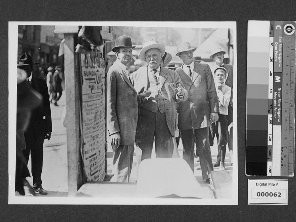 Harrison Gray Otis Talking with Crowd Near Los Angeles Times Bombing Ruins: Los Angeles Times Company Records, Box 3 (10), The Huntington Library, San Marino, California